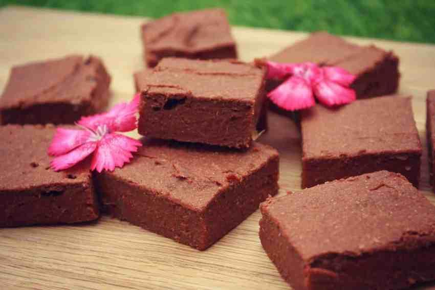Sweet potato brownies with beautiful edible flowers