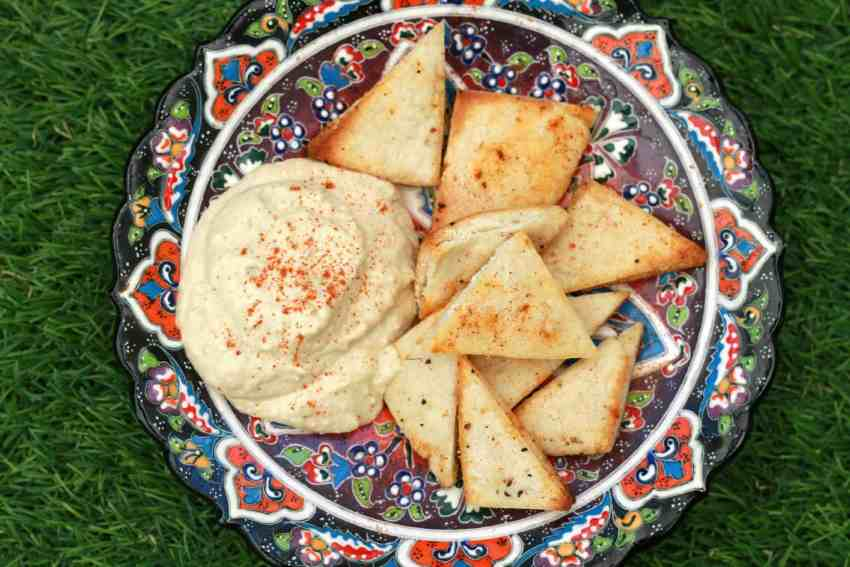 pitta crisps and hummus dip
