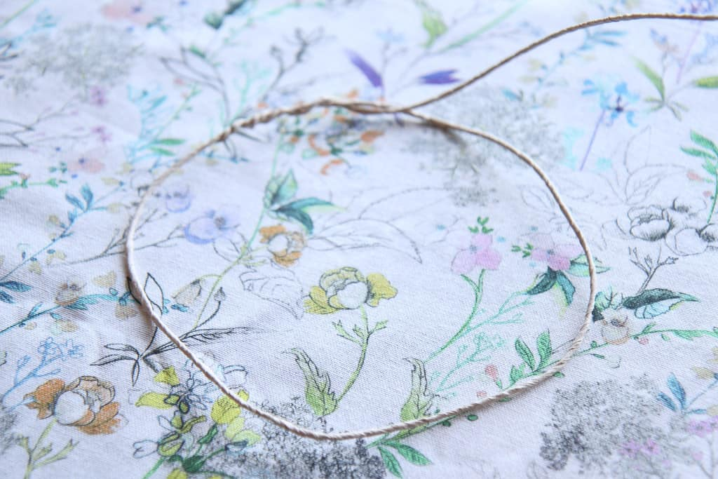 paper covered craft wire to make a flower crown