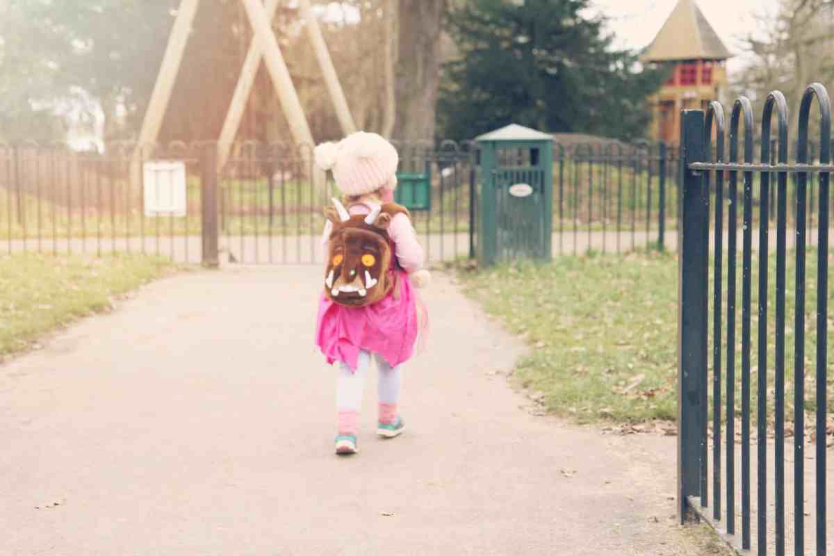 Toddler wearing a Gruffly kid's backpack