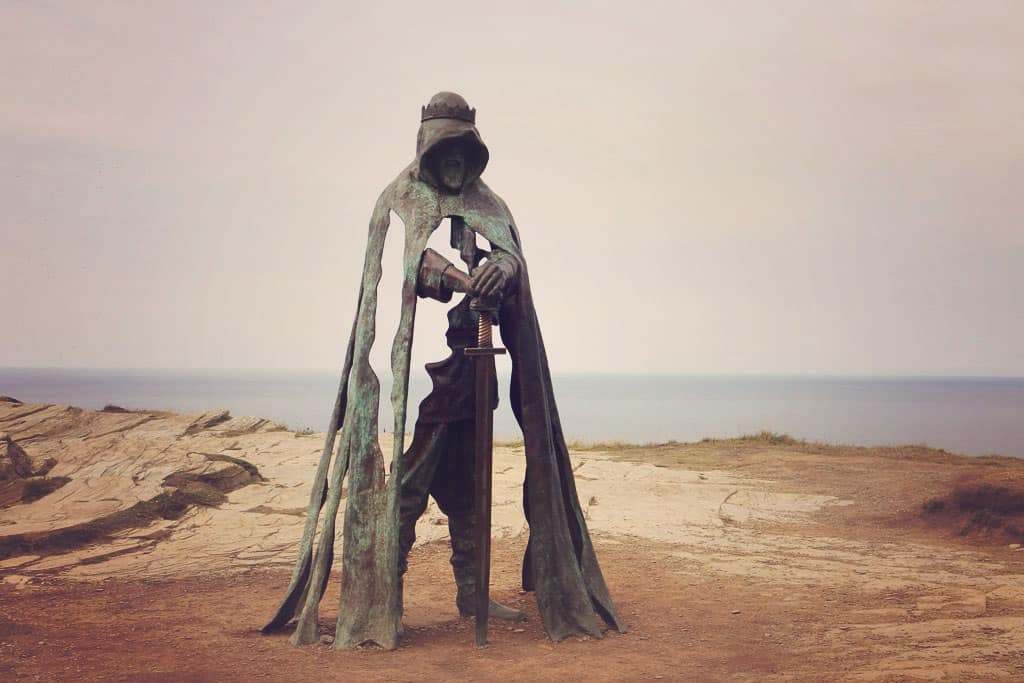Statue on King Arthur Tintagel Castle