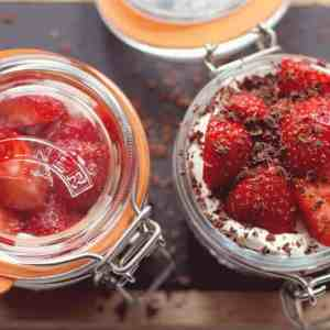 Kilner jars for chocolate eton mess