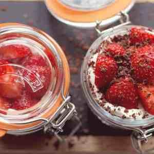 Kilner jars for chocolate eton mess