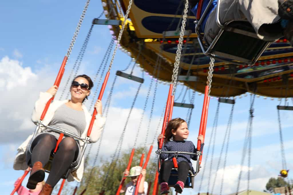 Swinging chair ride creamy park