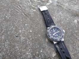 ทำความสะอาดนาฬิกาหลังเล่นน้ำทะเล
