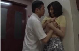 【若妻強姦】清純な奥さんが隣人に犯される 寝取られた夫は妻の両手を縛って責め立てる