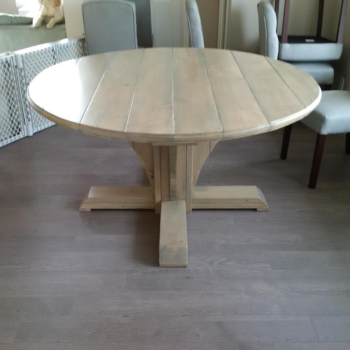 Ana White Round Farmhouse Style Table DIY Projects