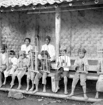 Kebiasaan Suku Sunda yang Bikin Para Wisatawan Betah Berada di Tanah Sunda
