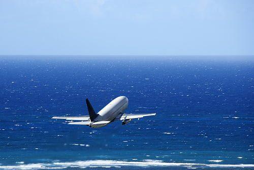 Pesawat Menuju Luar Negeri (Ilustrasi ditambahkan Admin)