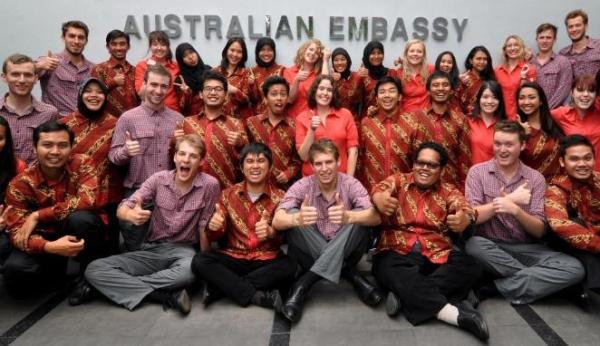 Bisa keliling dunia lewat pertukaran pelajar/student exchange (sumber: viva.co.id)