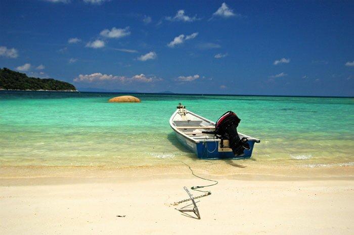 Jangan lupa ke Senggigi Beach waktu ke Mataram via toptourist