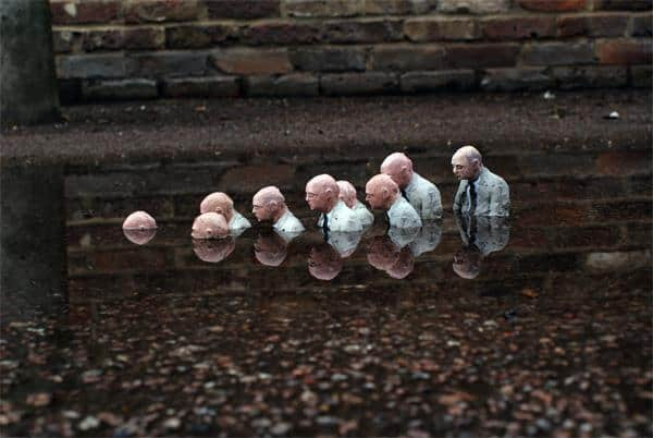 Isaac Cordal - Follow the leader