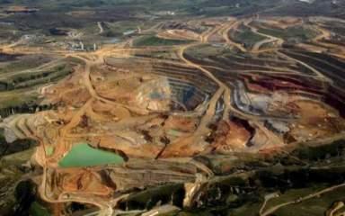 La intención del gobierno nacional consiste en desarrollar la producción de minerales como oro, plata, diamantes y bauxita para no depender únicamente de la renta petrolera / Foto: archivo