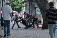 La protesta se tornó violenta entre los que manifestaban por comida y los simpatizantes al gobierno/ Foto: Alexandra Blanco