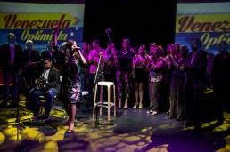 El equipo acompañó a Marica Semprum en su última canción antes de finalizar el evento