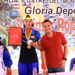 Yulimar Rojas en compañía del alcalde Magglio Ordoñez