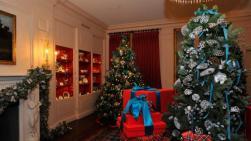 La elegancia y glamour de la diseñadora Carolina Herrera llegó hasta la Sala China de la Casa Blanca en Washington generando armonía en cada uno de sus rincones con temática navideña