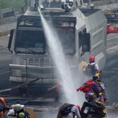 Ballena reprime con agua/Foto: Giancalo Corrado