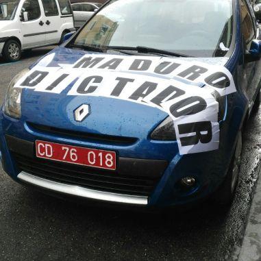 Vehiculo del embajador Mario Isea en Madrid