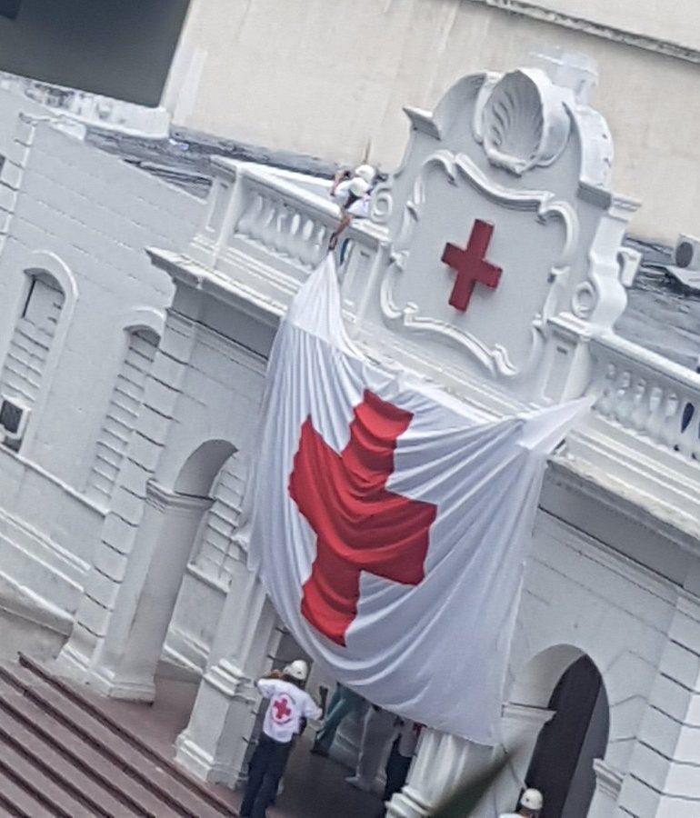 La Cruz Roja izó su bandera tras represión en La Candelaria