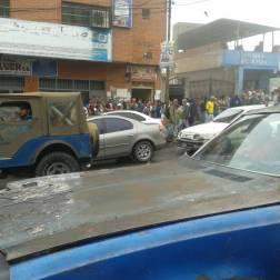 Tranca en Kilómetro 12 de El Junquito por aumento de pasaje en el transporte público
