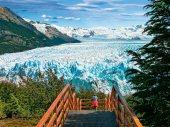 El Perito Moreno es el más famoso de los 47 grandes glaciares que alberga este parque argentino, Patrimonio de la Humanidad desde 1981. La zona norte se recorre desde la localidad de El Chaltén y tiene como máximo atractivo el afilado monte Fitz Roy (3.359 m). El sur, donde se halla el Perito Moreno, se visita desde El Calafate. La ruta más asombrosa es el crucero por el lago Argentino/ Foto: Gustavo Buyan