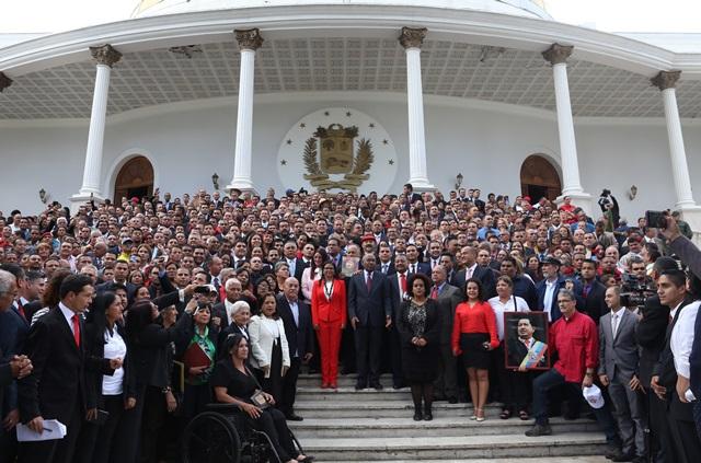 La juramentación se realizará entre el 14 y 15 de diciembre de 2017. El acto de juramentación de alcaldes proclamados deberá celebrarse de forma conjunta en cada estado ante los constituyentes delegados y ante las autoridades estatales y del Consejo Nacional Electoral (CNE) / Foto: archivo