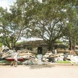 Casa entre los escombros de la tormenta
