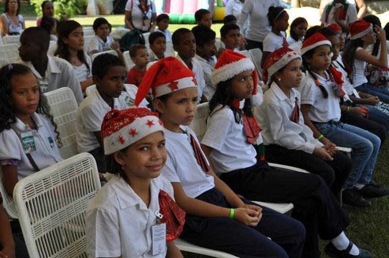 Niños asistentes al evento de la Fundacion Mil y Un Motivos de Vargas