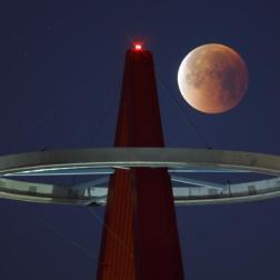 Millones de personas aguardan hoy al eclipse total de la llamada superluna azul Foto EFE