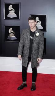 Nick Jonas estuvo en la alfombra roja del Grammy