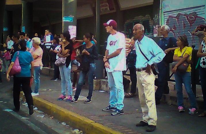 Mil bolívares ya no son suficientes para los transportistas. Desde este lunes los choferes de las rutas urbanas empezaron a cobrar el pasaje a tres mil bolívares