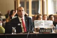 """El representante del Estado Venezolano, Larry Devoe, escucha a miembros de la Comisión Interamericana de Derechos Humanos (CIDH) hoy, 27 de febrero de 2018, durante la audiencia """"Derecho a la alimentación y a la salud de Venezuela"""", en Bogotá (Colombia)/ Foto: EFE"""