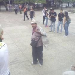 Jovenes celebran dia de la juventud repartiendo comida en Tachira