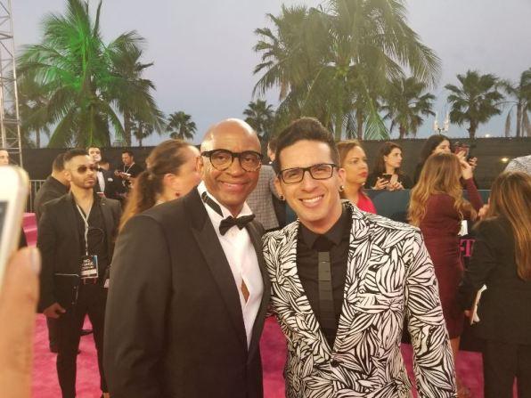 El productor Sergio George y el cantautor urbano Roman El Ro. Foto: Cortesía Sirius Comunicaciones