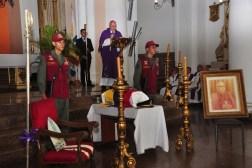 Cinco salvas y toque de diana fueron parte del protocolo militar durante la misa/Foto: Antonio Domínguez