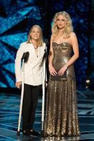 Jodie Foster y Jennifer Lawrence durante su participación en los Premios Óscar