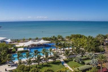 Vista piscina y playa-Wyndham Concorde