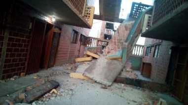 escalera se desplomó