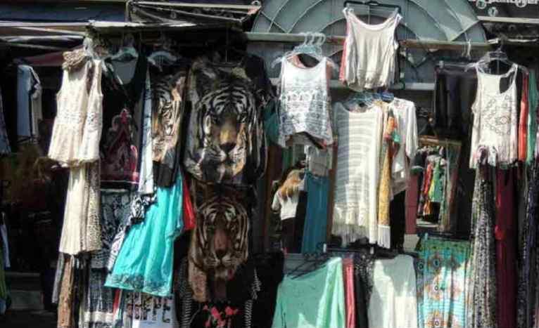 mercado vende ropa