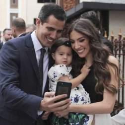 Juan Guaido y familia