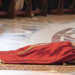 Papa realiz+o via crucis en Coliseo romano Foto: EFE