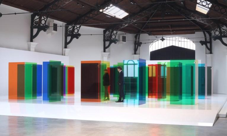 Carlos Cruz-Diez, Labyrinthus, La Patinoire Royale-Galerie Valérie Bach, Bruxelles, 2019. © Adagp, Paris 2019 © Photo: Courtesy La Patinoire Royale_Galerie Valérie Bach / Anne Greuzat
