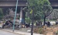 Personas en San Bernardino busca desechos con los que se puedan alimentar / Foto: Lisandro Casaña
