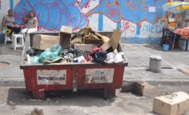 Los contenedores no son suficiente para la cantidad de basura que hay en Caracas / Foto: Lisandro Casaña