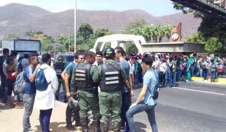 udo-manifestacion-universidad-colectivos (1)