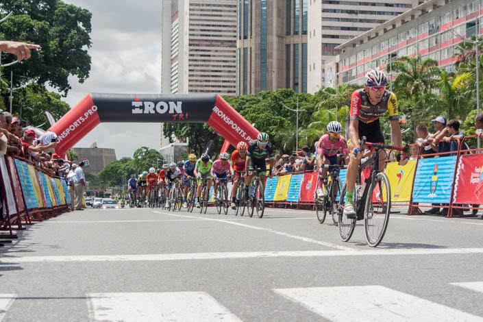 Ciclismo: Xavier Quevedo gana primera etapa de la Vuelta a Venezuela