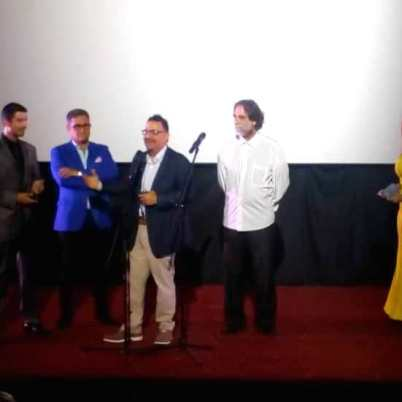 Directiva de la Acacv entrega premio a Miguel Angel Landa