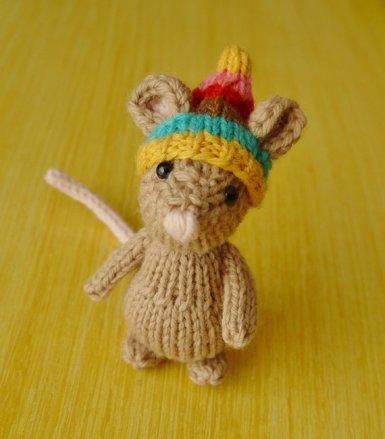 Ratón de peluche hecho de punto