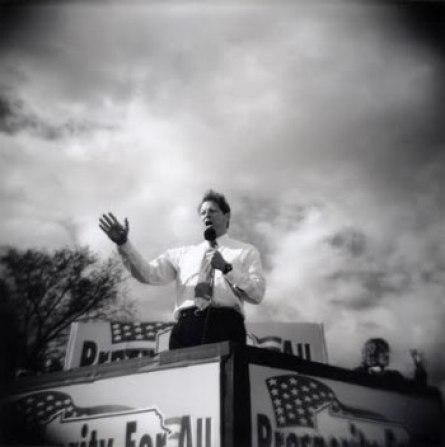 Foto de David Burnett a Al Gore hecha con una Holga